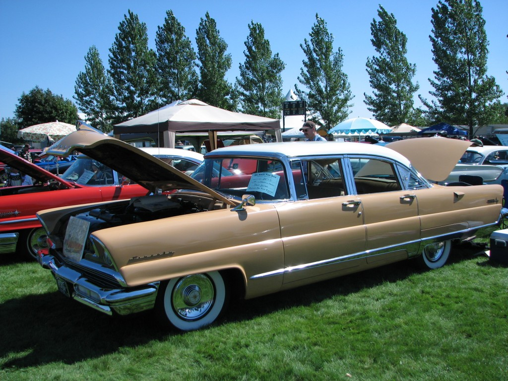 Photos of lincoln capri photo galleries on flipacars for 1956 lincoln premiere 4 door sedan